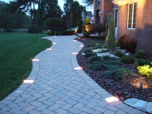 landscape-lighting-house_pavers